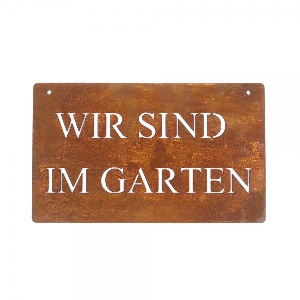 """Rostiges Schild mit Schriftzug """"Wir sind im Garten"""" groß"""